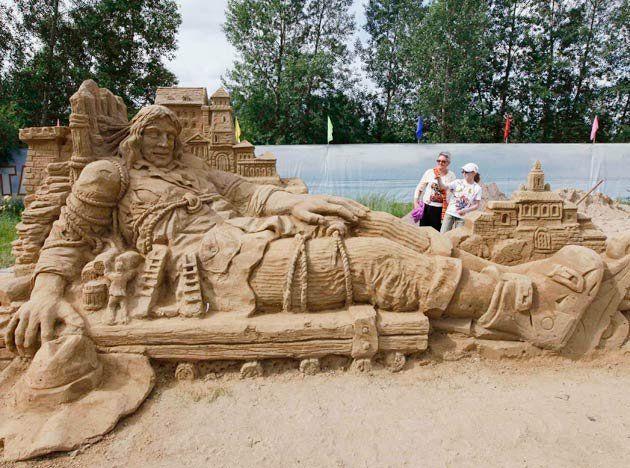 amazing-sand-sculptures-200711-02
