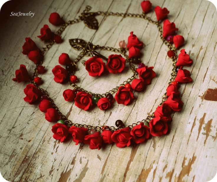 Red roses. (80 LEI la SeaJewelry.breslo.ro)