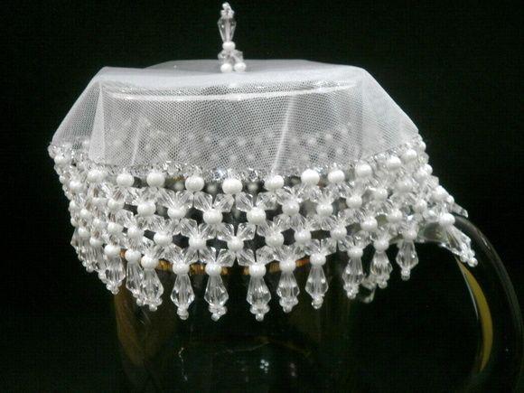 Cobre taças, cobre jarras com tecido em organza de 15 cms bordado com pedras acrílicas transparentes e miçangas de cristal branco. O bordado mede mais cerca de 8 cms.    Acima de 3 unidades, ganhe desconto de 5%. R$ 19,00