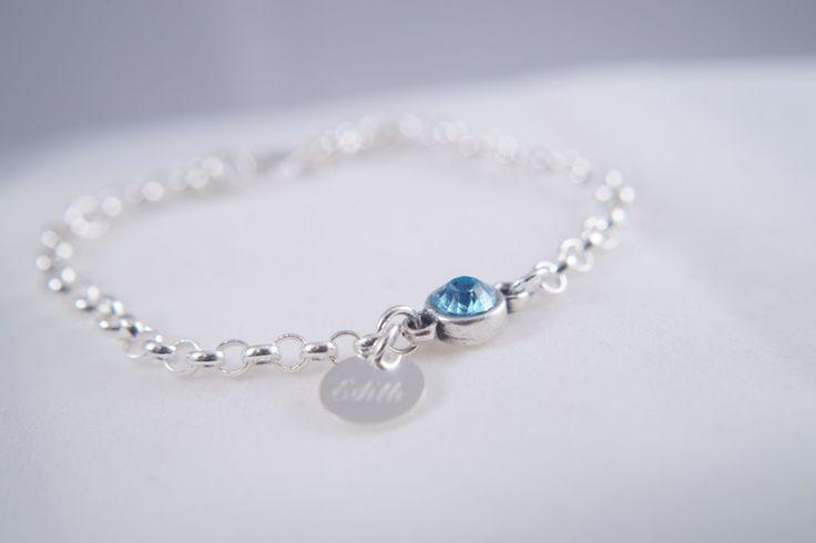 äkta silver, silverarmband, armband med swarowskisten, armband med sten, armband med blå sten, smyckeboa. Bricka med gravyr för namn. Ca 400:-