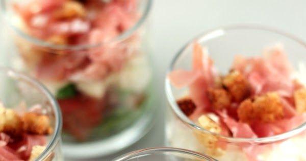 voor 6 glaasjes    1 bolletje mozzarella  1 tomaat  ca. 6 sneetjes italiaanse ham  enkele blaadjes gemengde salade  1 sneetje wit brood...