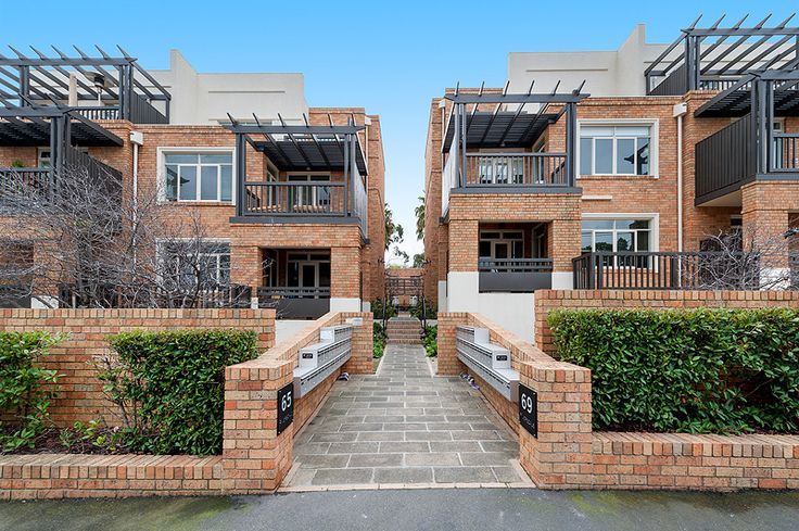 39/65 Riversdale Rd, HAWTHORN. 1 bed; 1 bath; 1 car; 1 storage cage.  Off Market Private Sale.  Offers over $400k. SOLD $415,000