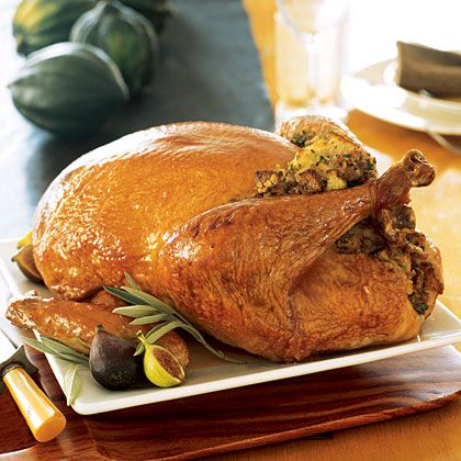What Size Turkey Do I Need to Buy for Thanksgiving? -When deciding what size turkey to buy, figure 1 to 1 1/2 pounds per person, depending on whether you are big eaters and how much you want left over. For a mixed crowd and no shortage of takers for leftovers, figure about 1 1/2 pounds per person.