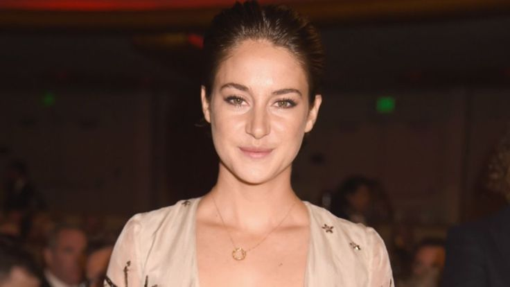 Shailene Woodley is in talks to play Edward Snowden's girlfriend Lindsay Mills in director Oliver Stone's upcoming biopic.