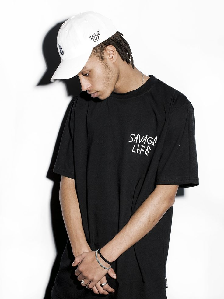 Zobacz Hands Black marki R.I.P. w kategorii Koszulki w UrbanCity.pl! T-Shirt, koszulka marki R.I.P. Tym razem postawiliśmy na dużą grafikę na plecach, z przodu  pozostawiając tylko na piersi mały akcent w postaci napisu Savage Life.  Całość prezentuje się świetnie. Materiał: 100% bawełna