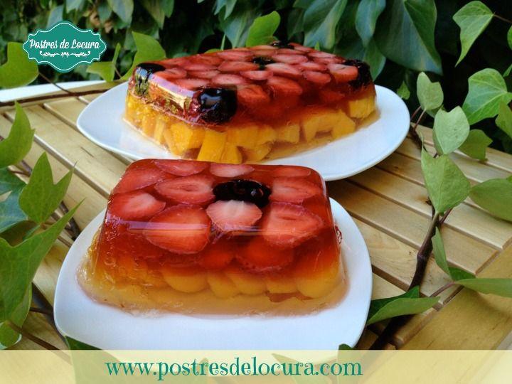 Gelatina con fresas y duraznos