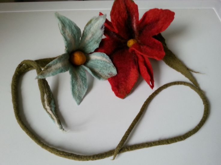 kwiat filcowany na mokro, wet felted flower necklace