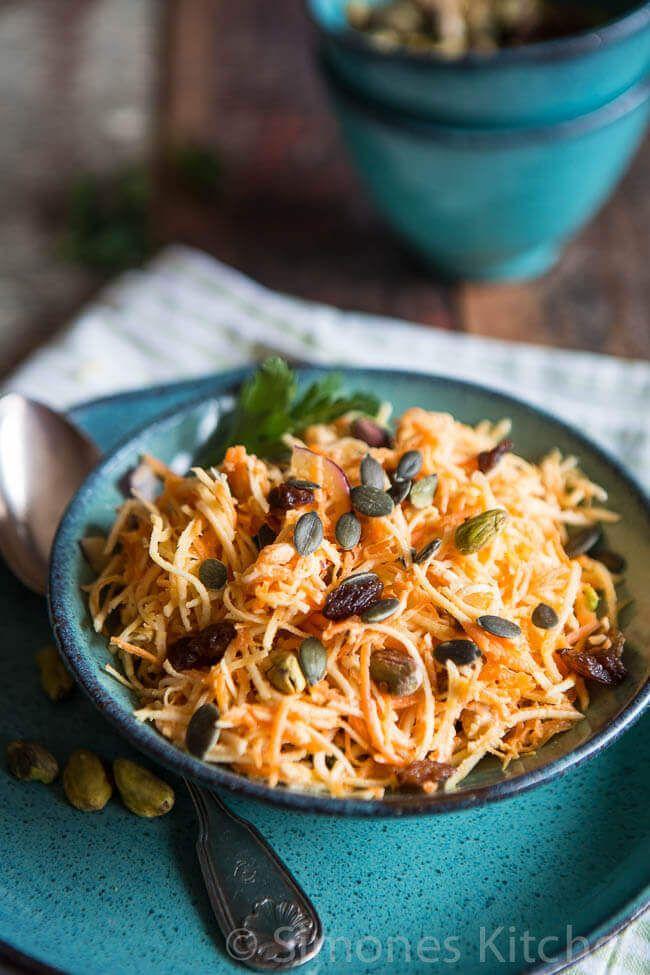 Wist je dat je knolselderij ook rauw kunt eten? Deze winterse variant op een koolsalade (coleslaw) is erg lekker en verrassend met de knolselderij.