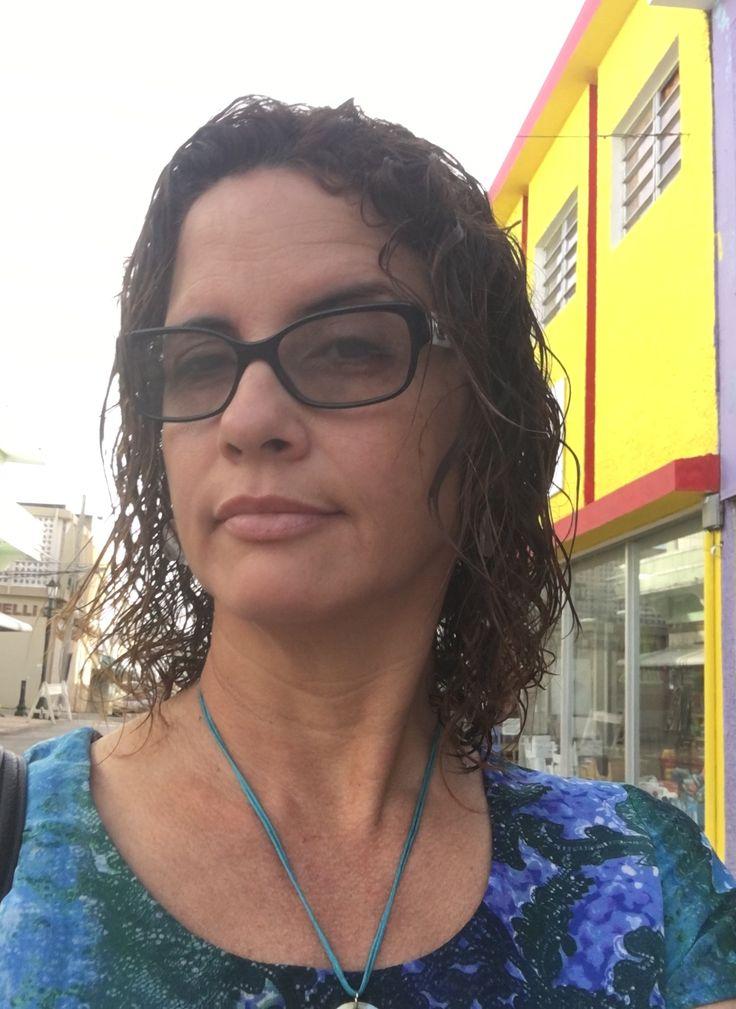 Por la calle principal del pueblo de Fajardo, Puerto Rico