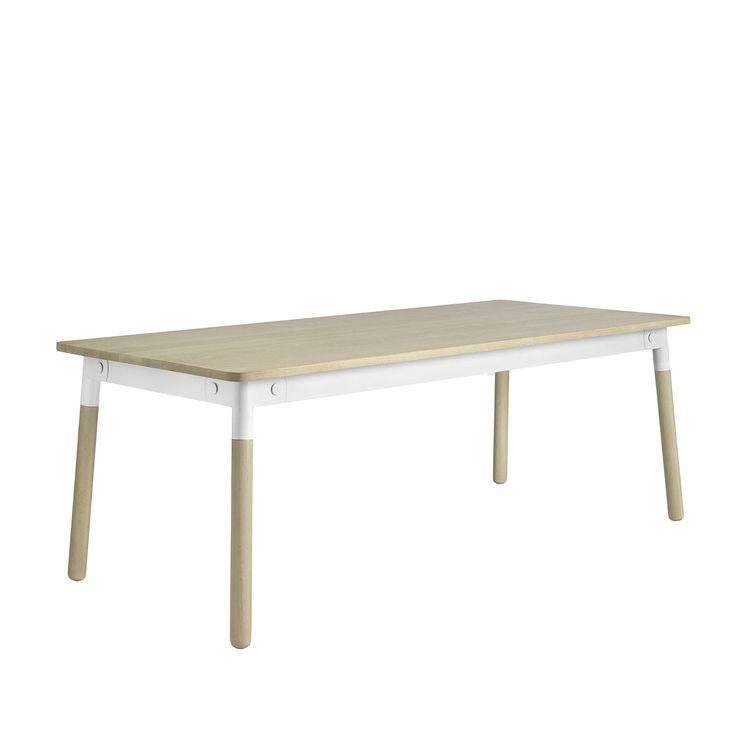 Con Adptable Muuto, Taf Architectsha voluto aggiornare il classico tavolo di legno scandinavo. Il risultato ha evidenti riferimenti ai tradizionali mobili scandinavi, la scelta dei materiali e dei dettagli rendono il tavolo Adpatable lineare nella forma e nel design ma di forte impatto visivo.
