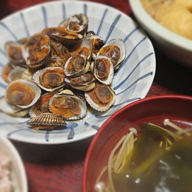 久しぶりに赤貝を調理しました♪ うまい〜!  お吸い物は昆布と鰹節でおだしを取りました(*˘︶˘*)♡ - 4件のもぐもぐ - 赤貝の時雨煮&えのきとわかめのお吸い物 by palico