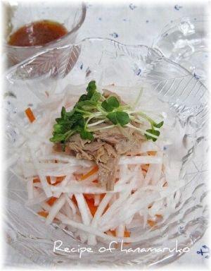 「梅ドレッシングでツナと大根サラダ」暑いときはさっぱり味がいいですよね。梅ドレッシングでフレッシュ野菜をいただきます。【楽天レシピ】