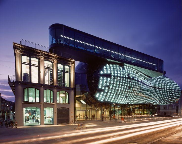 Кунстхаус, или Музей современного искусства, Грац, Австрия (архитекторы Питер Кук и Колин Фурнье)