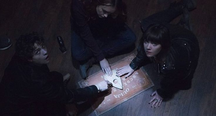People Reveal Their Most F*cked Up Ouija Board Experiences -    By :     Alex Mays     |  23/10/16               It's safe to say playing around with a Ouija board isn't for the faint hearted.    Cynics out ...