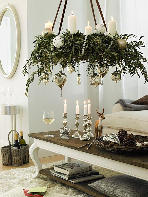 Weihnachten naht. Wir schmücken daher das ganze Hause in Rot, Weiß, Silber und Naturtönen.