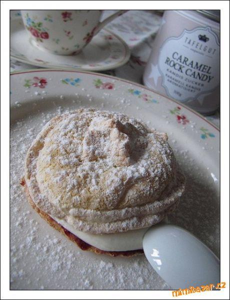 piškotové těsto: 1 celé vejce, 3 žloutky, 60 g cukru krupice, 50 g hladké mouky  sníh: 3 bílky, 100 ...