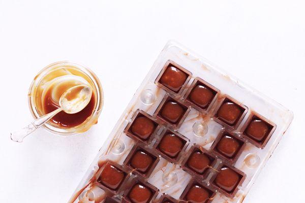 Fyldte chokolader med saltkaramel | Maja Vase
