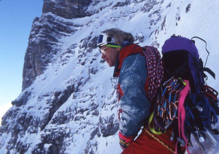 JEFF LOWE - Jeff Lowe; modern buz tırmanışı tekniklerinin ve malzemelerinin yaratılması  konusunda, dağcılık sporuna büyük katkılar sunmuş çok önemli bir dağcıdır. Ayrıca 1000'in üstünde rotanın ilk çıkışını yapmış olması nedeniyle de bir efsanedir. Jeff Lowe, 13  Eylül 1990'da, ABD'nin Utah eyaletinde, Ogden kentinde doğdu.Tırmanmaya, gene bir dağcı olan babasıyla başladı. 15 yaşında Kayalık Dağlarda ki Büyük Tetonlar'da buz tırmanışına başladı.