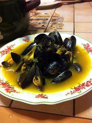 La meilleure recette de Moules aux curry et gingembre inspiration asiatique! L'essayer, c'est l'adopter! 4.5/5 (4 votes), 5 Commentaires. Ingrédients: Moules  1 oignon  curry  un morceau de racine de gingembre  vin blanc