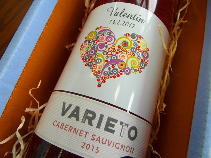 Objednajte si darčeky na VALENTÍNA už teraz ..... www.vinopredaj.sk .....  Pripravili sme pre vás prémiové ružové vína a ručne vyrábané pralinky - krásne sety na VALENTÍNA  #valentin #valentina #vino #inmedio #delikatesy #delishop #valentinskydarcek #darcek #gift #pralinky #deli #varieto #alibernet #cabernetsauvignon #dar #valentin2017  #karpatskaperla #cokolada