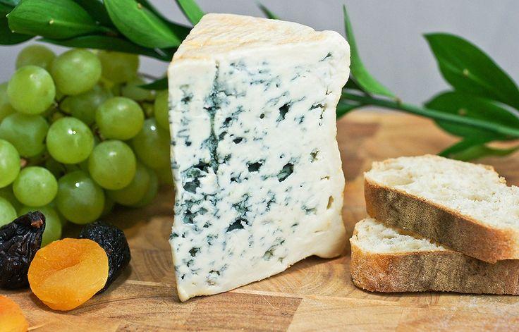 Блё д'Овернь — голубой французский сыр. Продукт имеет маслянистую структуру и относительно мягок на вкус для «голубых сыров».