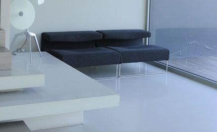 ambiente abitativo con pavimento in resina epossidica
