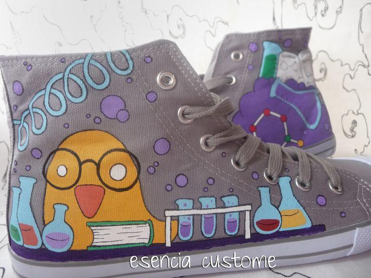 Hace unos meses nos encargaron unas zapatillas muy divertidas con un científico loco en su laboratorio, podéis verlas aqui . Pues bien, aqui...