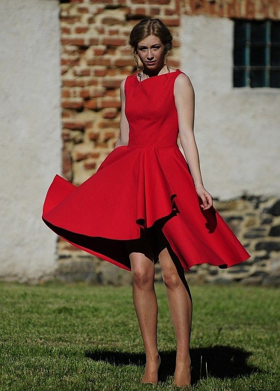 The free dress pattern is s available in all sizes.  The dress is very wide at the bottom and has an asymmetric bodice in the front and back.