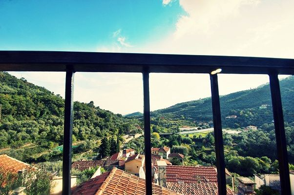 La vista dal terrazzo [rustico in vendita a Diano Roncagli] #realestate