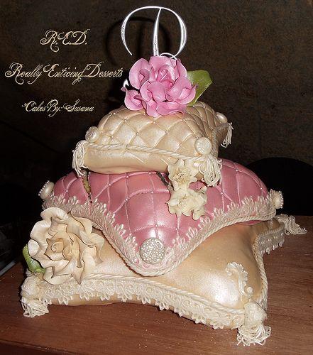 3 STACKED PILLOW CAKES