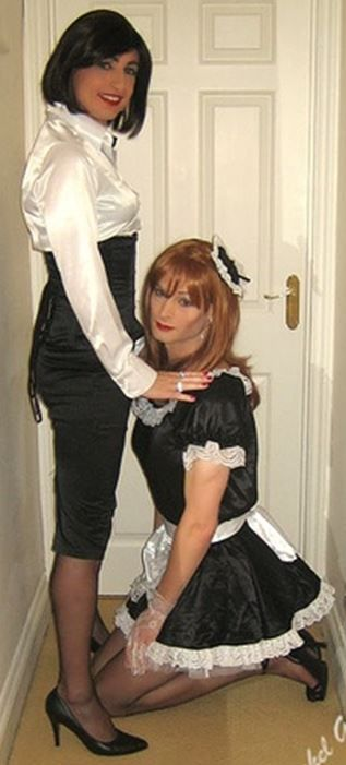 thesissymaids:  fedomsissy:  http://fedomsissy.tumblr.com/archive  Love to greet my Mistress- Wife this way when She gets home.