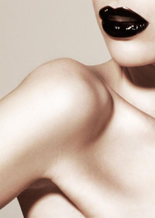 .: Black Lipsticks,  Computers Mouse, Beautiful, Dark Lips, Pale Skin, Photography Woman, Lips Makeup, Blacklips, Peoplewomen Photography