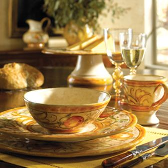 Vietri Affresco Dinnerware is Italian art for your dining table. Vietri Affresco Italian dinnerware is handmade in Umbria Italy. & 109 best VIETRI ITALIAN POTTERY images on Pinterest | Desk layout ...