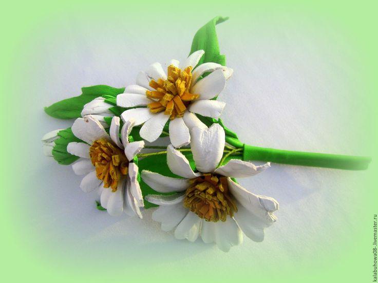 """Купить брошь """"полевые ромашки"""" материал-натуральная кожа,все детали украшения - белый, кожа натуральная"""