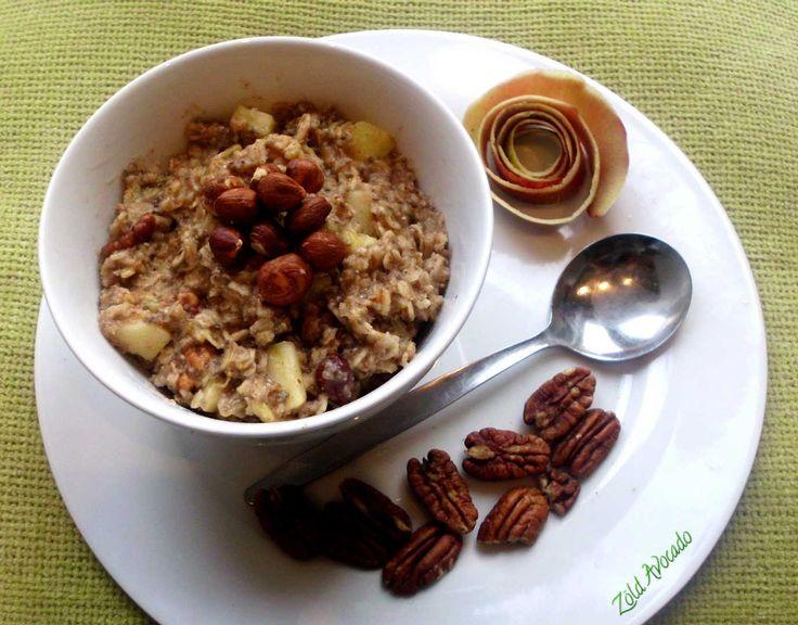 Reggelire fel! - Almás-fahéjas zabmorzsa pekán dióval és mogyoróval (laktózmentes, tojásmentes, vegán) / Energiát adó, gyors reggeli / Recept / alma, fahéj, zab, növényi tej, mogyoró, pekán dió, banán, téli fűszerek