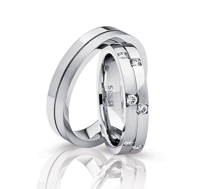 NURAN vielsesringe i virkelig fedt design, hvor ringene er opdelt i to sider: En blankpoleret og en børstet. Dameringen har desuden 6 smukke diamanter isat, som er forskudt fra hinanden, hvilket giver en flot effekt. #vielsesringe #NURAN #smykker #bryllup