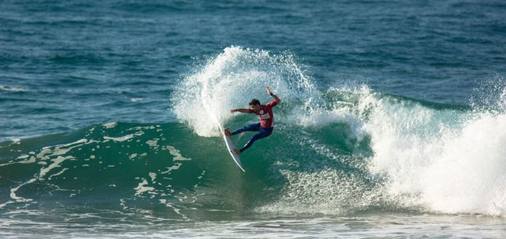 Jeremy Flores started off the day and showed his class with some crisp powerful carves, at the Mr Price PRO Ballito: http://mixedapples.co.za/mr-price-pro-asp-prime-event-day-3-2nd-july-2014