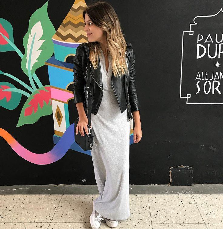 """3,060 Me gusta, 74 comentarios - Coty Crotto & Maru Gándara 🐒❤️ (@muymona) en Instagram: """"Ondas, chaqueta de cuero, un vestido largo 🐊 y mini bag 🐊 @lacoste = no necesitás nada más para…"""""""