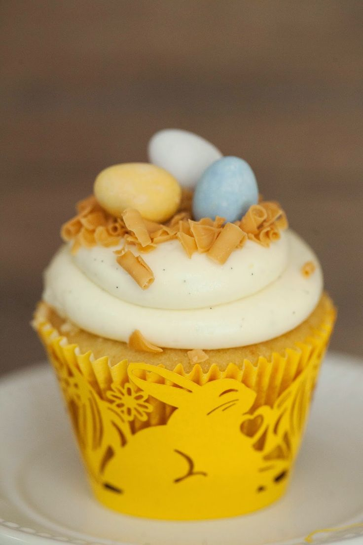 Editorial_Pascoa_Mesa_Amarela_Roxa_Detalhe_Cupcake