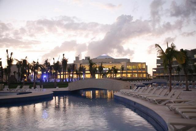 Azul Sensatori Resort - pool