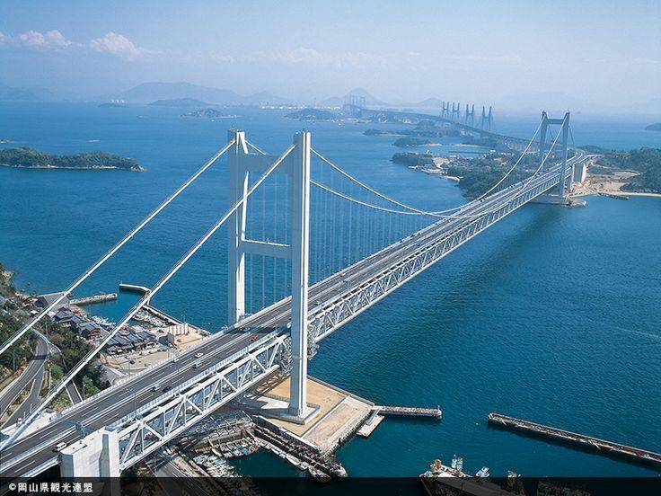 【岡山県 瀬戸大橋】1988年に開通した瀬戸中央自動車道のうち、海峡部9.4kmに架かる6橋を総称して瀬戸大橋と呼んでいます。2層構造の道路・鉄道併用橋で、吊橋、斜張橋、トラス橋など、世界最大級の橋梁が連なる姿は壮観です。 http://www.jb-honshi.co.jp/seto-ohashi/shoukai/index.html #Okayama_Japan #Setouchi