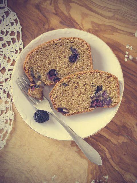 La asaltante de dulces: Receta de bizcocho de nata, canela y frutos rojos/ Cinnamon, cream & berries loaf cake recipe. Yummmy!