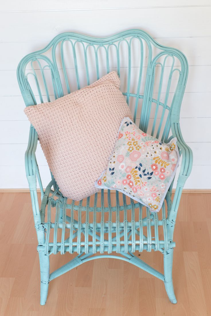 £5 wicker chair makeover using pale turquoise Pinty Plus aerosol chalk paint