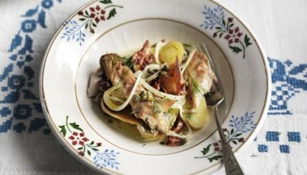 Traditionally surf and turf is all about lobster and steak but I prefer something a little less extravagant. This humble salad combines one of my favourite fish - smoked mackerel - with some crisp, streaky bacon.