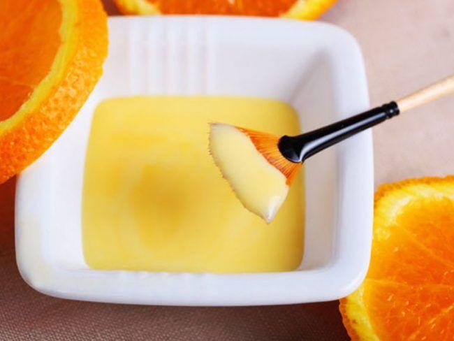 Το πορτοκάλι είναι φουλ στα αντιοαντιοξεδωτικά,έτσι θα δώσει λάμψη στην επιδερμίδα .Σε συνδυασμό με το γιαούρτι και το μέλι ,(που τα συστάτικα που περιέχουνθρέφουν την αφυδατωμένη επιδερμίδα, τη μαλακώνουν και τη βοηθούν να διατηρήσει την