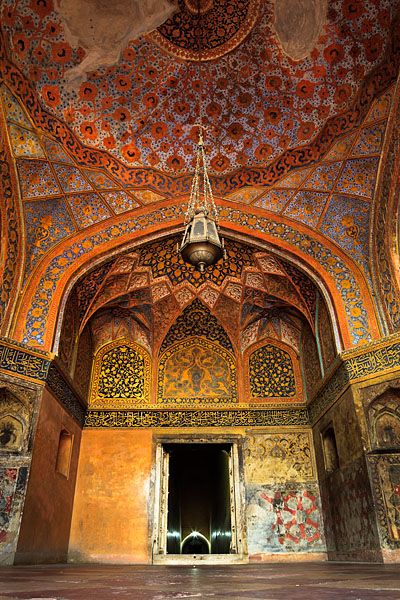 The colourful interior of the Tomb of Akbar the Great, an important Mughal architectural masterpiece built in Sikandra, a suburb of Agra.