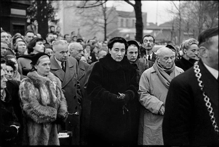 Γαλλία, Παρίσι, 1952. Στην κηδεία του Γάλλου ποιητή Πωλ Ελυάρ. Από αριστερά: Έλσα Τριολέ, Λουίς Αραγκόν, Ντομινίκ Ελυάρ και Πικάσο. Φωτογραφία: Henri Cartier-Bresson Πηγή: LIVEJOURNAL