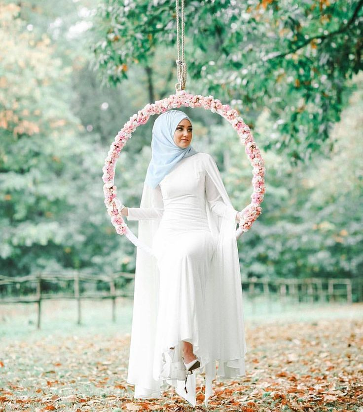 Dying! Love this photo!! Captured by @sbingraphy check out @muslimweddingideas for more Inspo #mashallah by the_hijab_bride