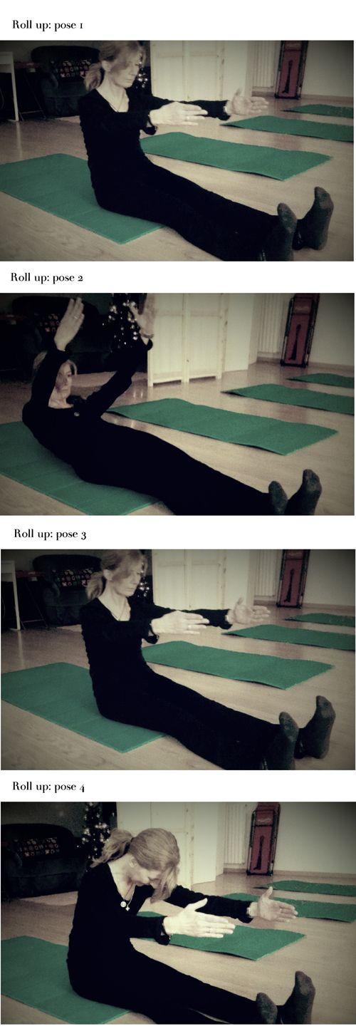 Il Roll up rafforza gli addominali e mobilizza la colonna vertebrale. Srotolamento e rotolamento vanno fatti con molta concentrazione e ricordati sempre di respirare!