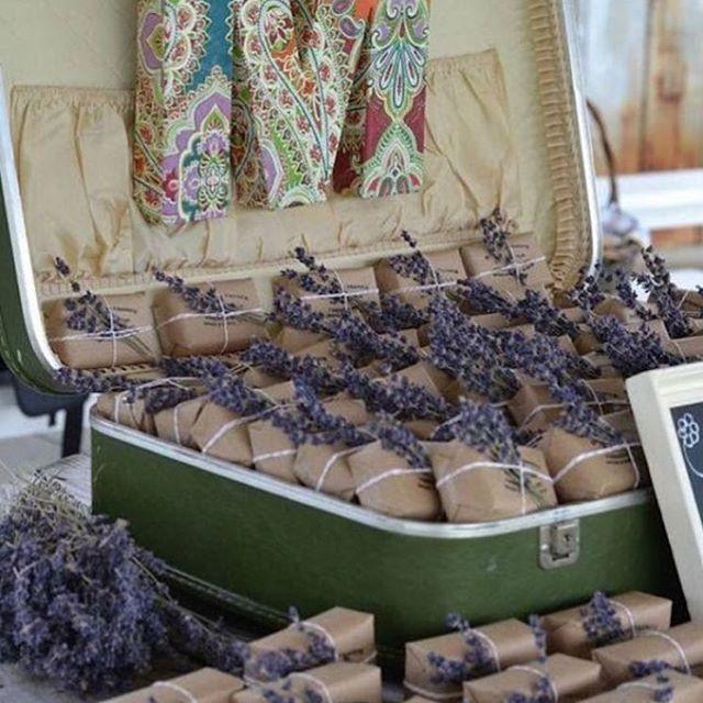 Sabonetes de lavanda para lembrancinha. #lavender #lavanda #saboneteartesanal #sabonete #sabonetes #lembrancinha #inspiration #ideas #celebrarcomestilo